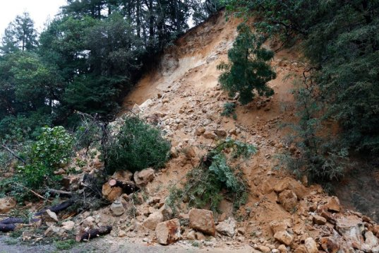 sjm-landslide-0110-05